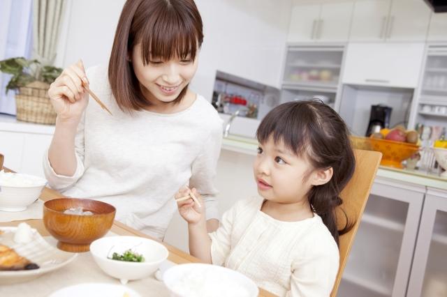 孩子的飲食教育要從小做起。(Fotolia)