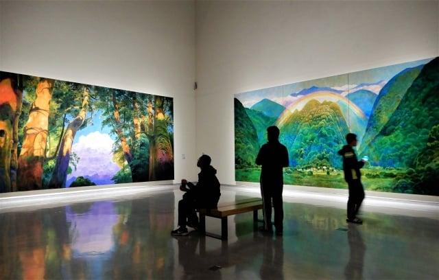 「林惺嶽:大自然奇幻的光影」展出動人心魄的巨大尺幅與瑰麗色彩。