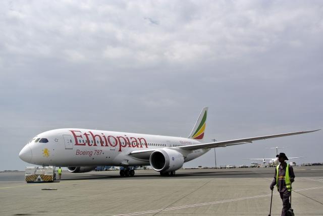 衣索比亞航空一架客機,10日在飛往肯亞首都奈洛比途中墜毀,機上157人生死不明。圖為示意圖。(AFP PHOTO/JENNY VAUGHAN)