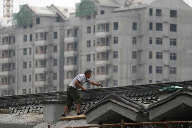 在中國大陸,「就業」事關民眾的生活穩定,進而關係到中國人對於政府貪腐、不公的忍耐度。示意圖。(AFP)