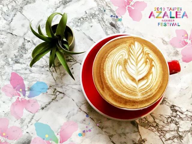 首週登場的「花語閱讀咖啡香」,除了免費入園,還提供200杯免費咖啡。(光一咖啡提供)