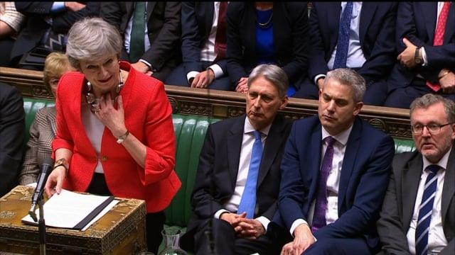 英國國會再次否決了首相梅伊(左1)的脫歐協議,國會接下來將表決是否無協議脫歐。(AFP)