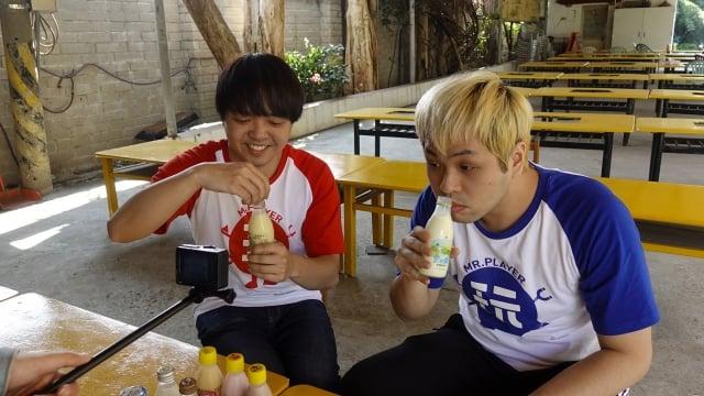 達爾與小李大喝保健的羊奶