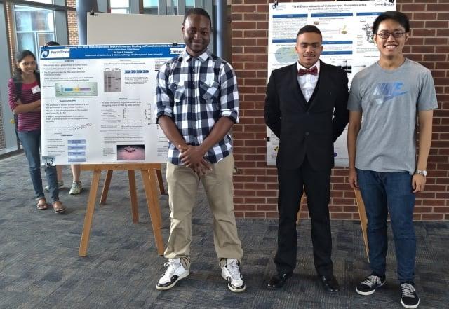 蘇遠威同學(右一)與賓大學生合影。