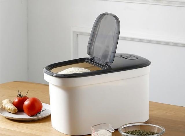 防潮收納盒可解決米容易受潮的問題,不怕大包糧食分裝麻煩又浪費。(業者提供)