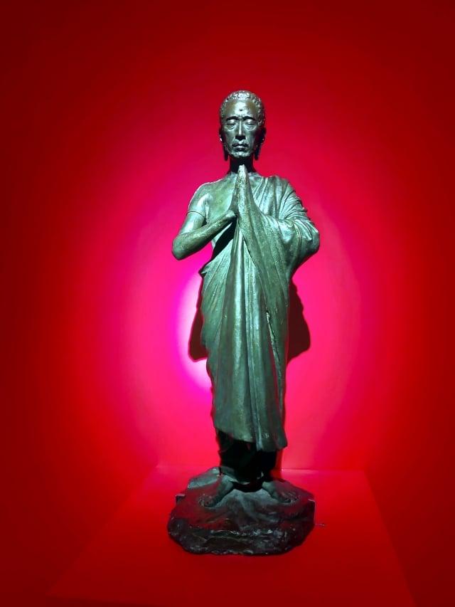 《奇麗之美-台灣精微寫實藝術大展》釋迦出山(翻銅)作者: 黃土水。(記者賴友容/攝影)