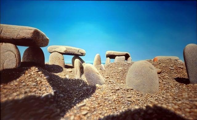 《奇麗之美-台灣精微寫實藝術大展》 石陣(油彩、畫布)作者:周珠旺。(記者賴友容/攝影)