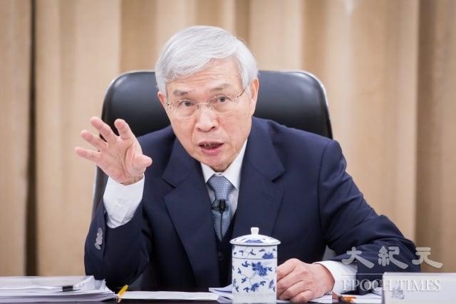 央行總裁楊金龍21日表示,中國大陸經濟成長放緩的外溢效果將影響全球,台灣也無法置身事外,但台灣對中國大陸的金融曝險尚可控,央行將持續加以監控。(記者陳柏州/攝影)
