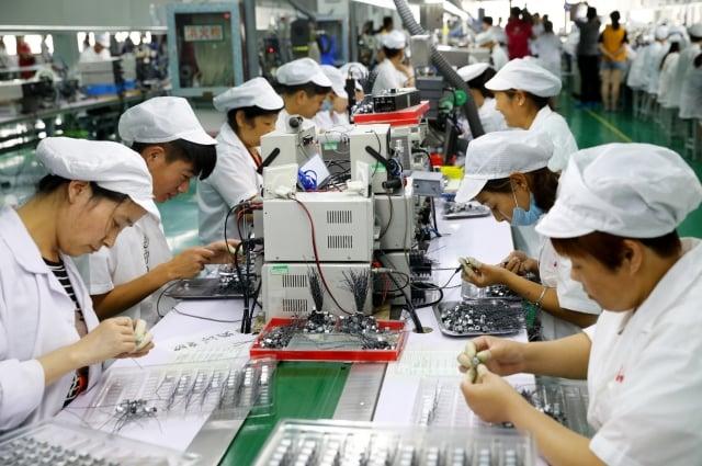 央行指出,引導台商回台實質投資,可挹注經濟成長動能,預期今年全球經貿活動趨緩。圖為示意照。(AFP)