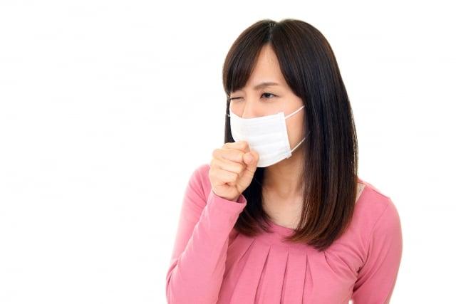 感冒產生不適的症狀,溫和清淡飲食讓脾胃負擔減少,多喝溫開水可避免發熱傷津,加速代謝。(Fotolia)