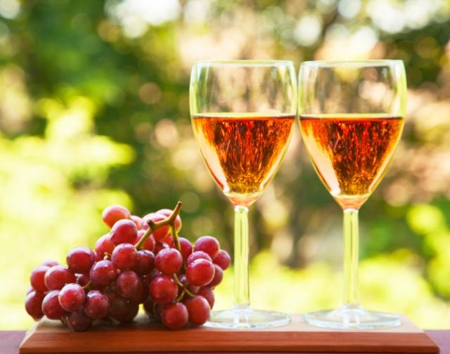 古代修士把耕作葡萄園和釀造葡萄酒當作侍奉上帝的神聖工作。(Fotolia)