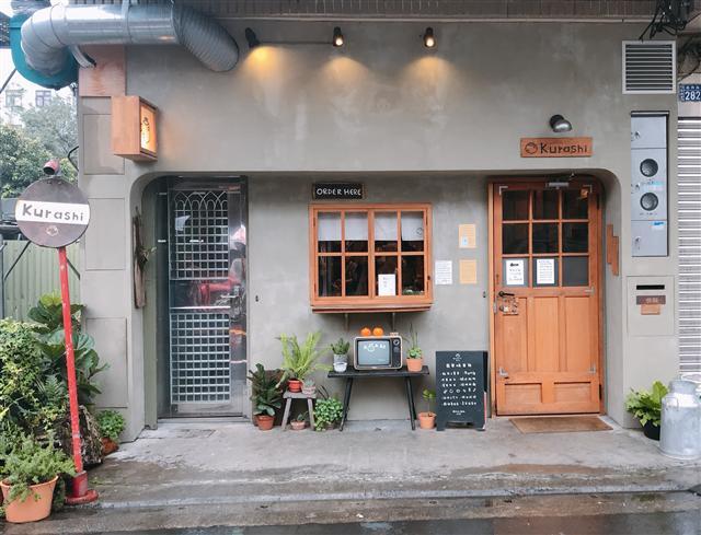 文青風Kurashi早餐店位在竹北喜來登的附近。(圖、文/記者陳奕捷