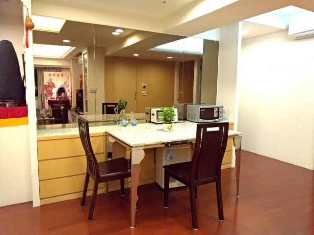 7.餐桌旁忌有鏡照。(三川/攝影)