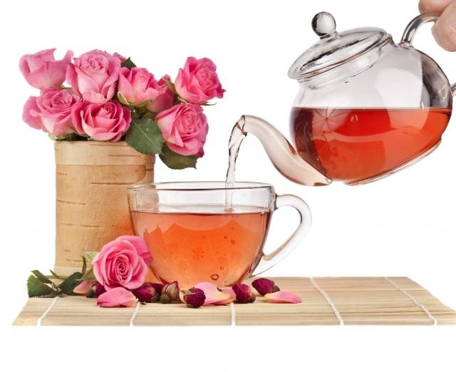 一為玫瑰洋參枸杞茶,另一項是自行調製的悅梅飲。(123RF)