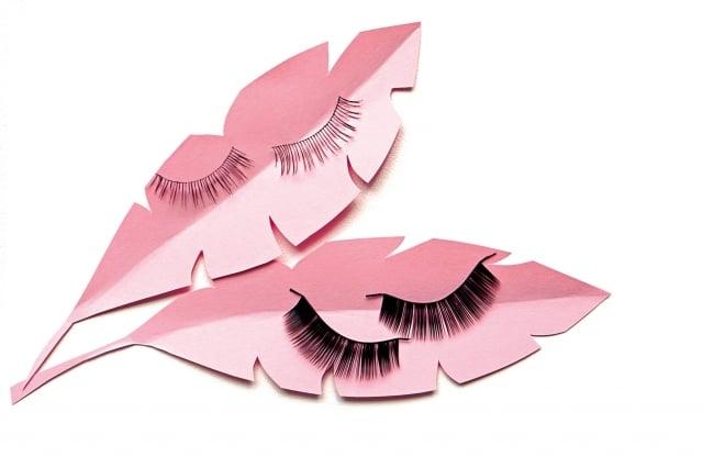 接假睫毛未能澈底清潔,正好提供蟎蟲喜愛的生長環境,蟎蟲及其排泄物易阻塞皮脂腺引起發炎。(Fotolia)