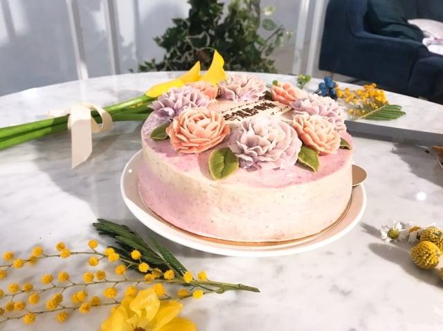 芋頭椰子慕絲裱花蛋糕,2018年母親節檔期曾創下數百張客製訂單。(業者提供)