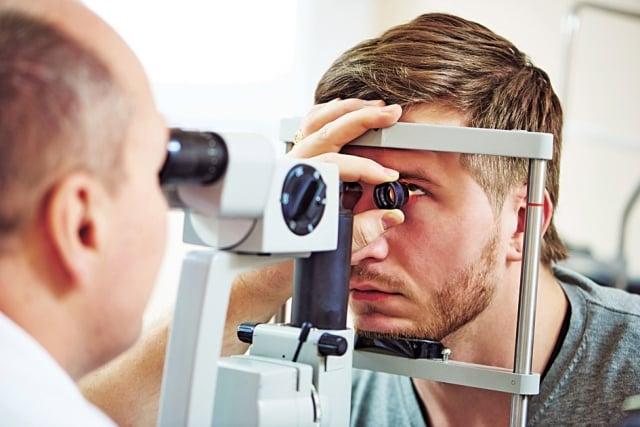 若直系親屬中有青光眼的病史,罹患青光眼的機會也較高。 (Fotolia)