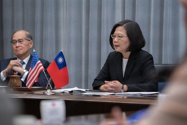 蔡英文總統9日晚間,應美國華府智庫「戰略暨國際研究中心」(CSIS)以視訊方式發表演說。(總統府提供)