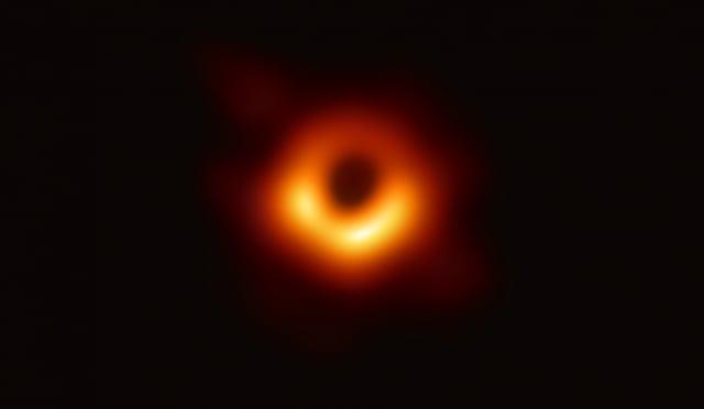 中研院天文及天文物理所參與事件視界望遠鏡國際合作計畫,10日全球同步公布史上第一張M87黑洞及黑洞陰影的影像。(中研院天文所提供)