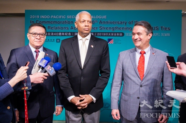 美國聯邦眾議員卡巴赫(Salud Carbajal)(左起)、強森(Hank Johnson)、貝肯(Don Bacon)16日出席「2019印太安全對話」,期盼進一步加強美台關係。(記者陳柏州/攝影)