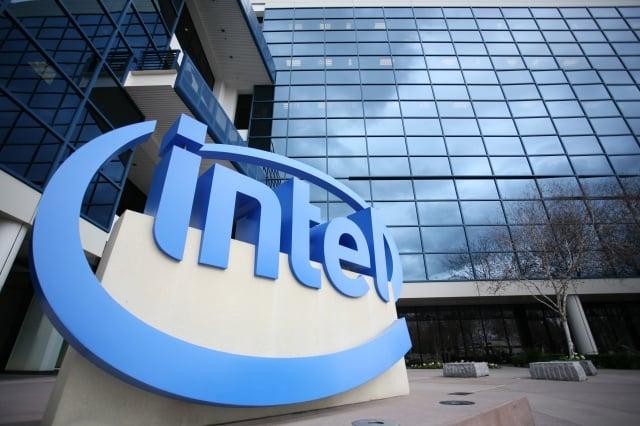 英特爾(Intel)宣布,將退出5G智慧手機晶片市場。圖為示意照。(AFP)