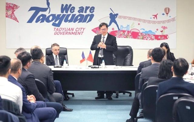 桃園市長鄭文燦表示,桃、法互動緊密,也多虧紀主任的居中協助。(桃園市府秘書處提供)