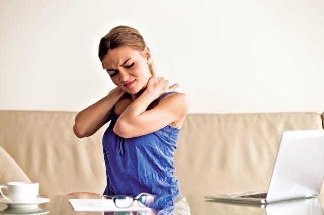 常用電腦的人,經常會覺得這裡的肌肉痠痛。(Shutterstock)