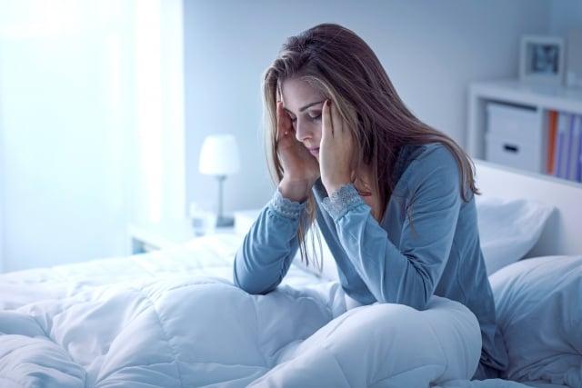失眠除了以藥物治療之外,搭配生活上習慣改變,才能有效改善失眠的問題。(shutterstock)