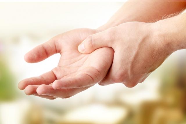 急性嚴重疼痛的患者更需要充分休息,才有利於損傷肌腱的恢復與避免復發。(Fotolia)