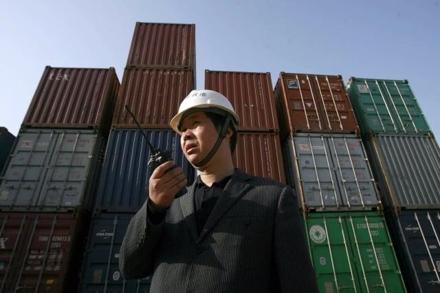 如果美國再對中國商品加徵關稅,可能會對中國的貿易環境、就業環境與金融市場造成衝擊。圖為示意圖。(STR/AFP/Getty Images)