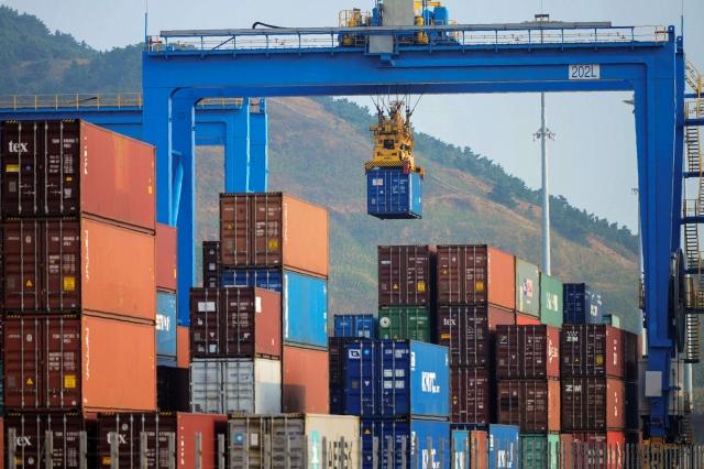 美國對2,000億美元中國商品加徵25%關稅後,美國專家認為,中國經濟將受到嚴重打擊。(STR/AFP)
