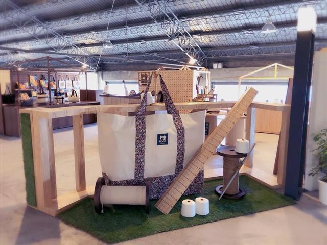 琥珀帆布在高雄棧貳庫二樓專櫃門市。(琥珀帆布提供)