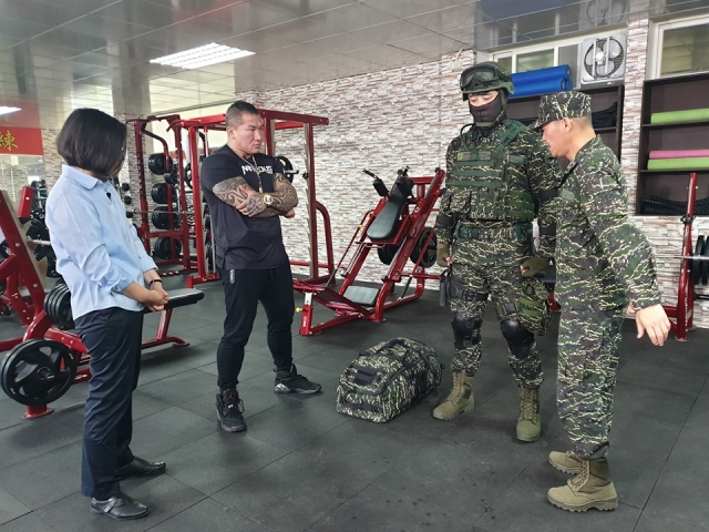 總統蔡英文視察海軍陸戰隊裝備