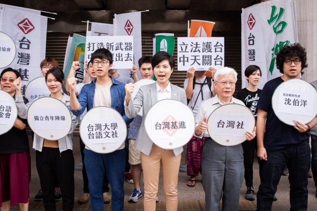 中共對台灣媒體統戰升級,引發台灣民間不滿抗爭,呼籲當局制定「外國代理人登記法」管制親共媒體。(記者陳柏州/攝影)