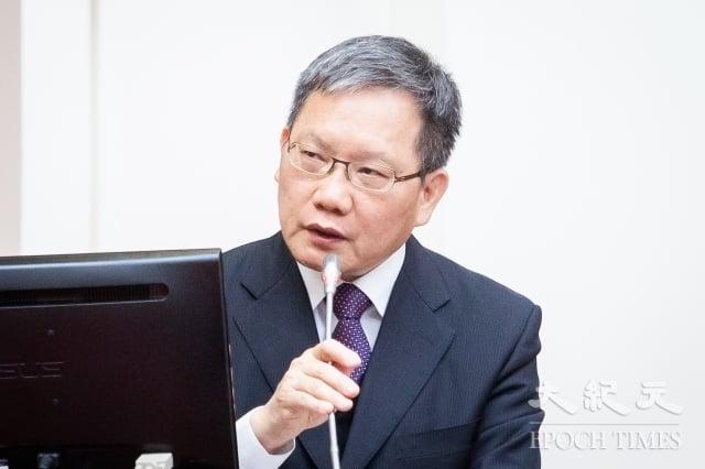 財政部長蘇建榮15日表示,針對稅率是否再降低,必須考量國內廠商的公平性。(記者陳柏州/攝影)