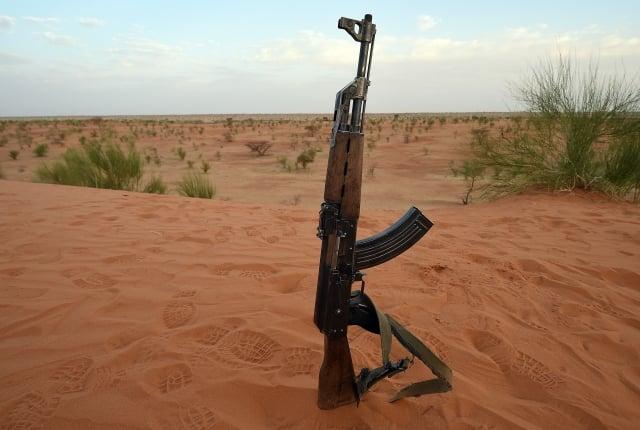 AK-47步槍(圖)曾是蘇聯紅軍的制式武器,並到處被仿製。(Getty Images)