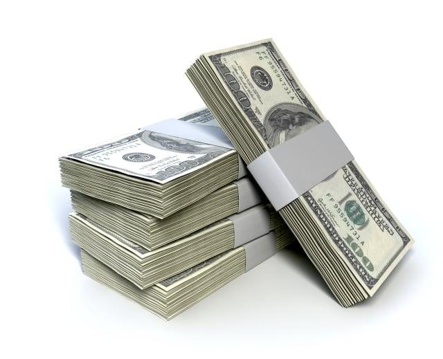 有專家指出,中共如果拋售美債作為應對貿易戰的手段,無疑是啟動自毀核彈選項,最終會傷到自己。圖為美元鈔票。(Fotolia)