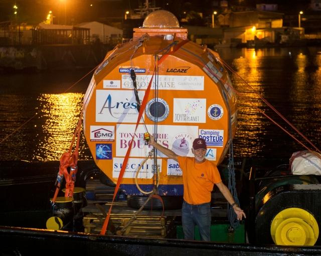 72歲的薩曼(Jean-Jacques Savin)完成橫渡大西洋之旅。(AFP)