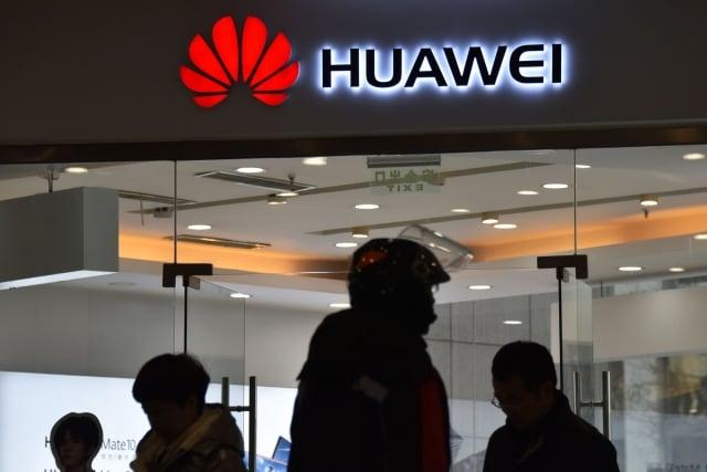 美國封殺華為對台灣產業影響,經濟部長沈榮津17日表示,對華為供應鏈中的台廠有影響。(GREG BAKER/AFP/Getty Images)