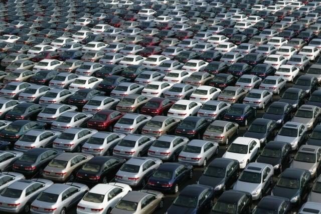 日本政府經濟再生擔當大臣茂木敏充17日表示,美方並未要求日本限制汽車出口量。( Koichi Kamoshida/Getty Images)