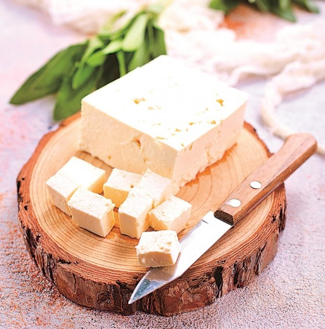 想要減少脂肪攝入量,又不失去美味和營養價值,請嘗試換成軟質起士(茅屋乳酪,Cottage Cheese)。(123RF)