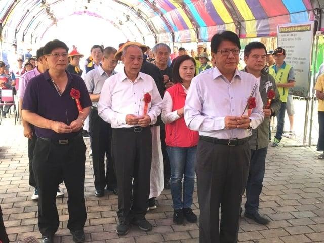屏東縣端午龍舟競賽開光點睛儀式,由屏東縣長潘孟安擔任主祭官。