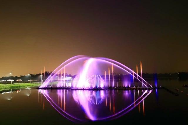 蘭潭噴泉表現美的一面。(嘉義市政府提供)