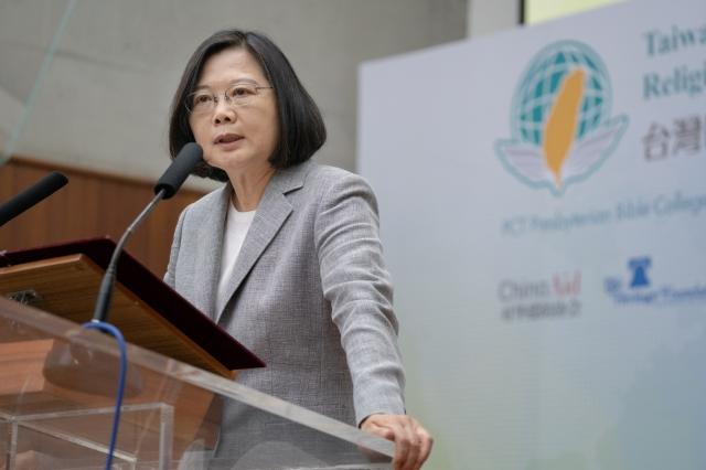 總統蔡英文30日前往新竹出席「台灣國際宗教自由論壇」。(總統府提供)