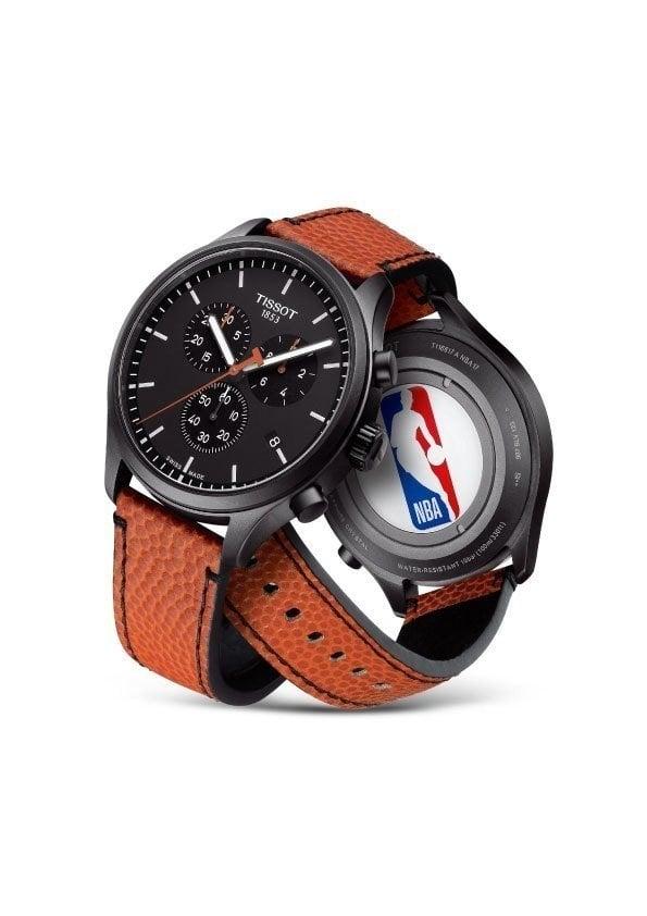 錶帶採用了官方指定用球的相同材質製成。
