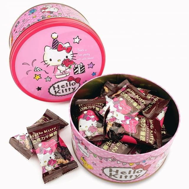民眾最愛團購商品之一:Hello Kitty巧克力千層派禮盒。(業者提供)