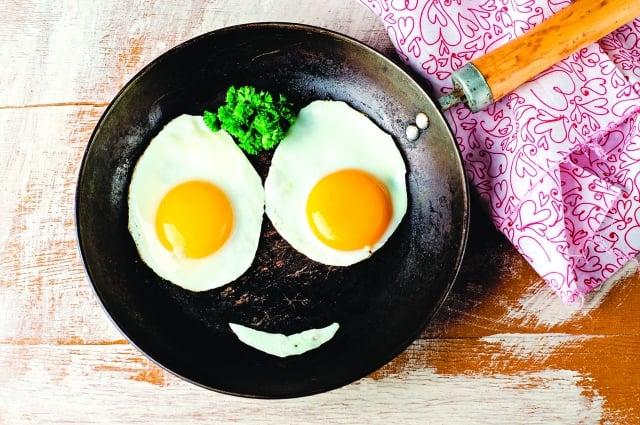 美國醫學界對雞蛋的最新研究,2015年的「美國健康膳食指南」取消了對雞蛋的限制。(Shutterstock)