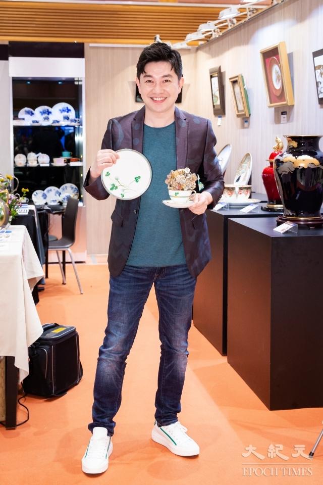 幸運草系列以高難度的杯內手繪展現畫功,柔和的綠色葉片濃淡有致,留白設計平添日式風情雅韻,祈求幸福。(記者陳柏州/攝影)