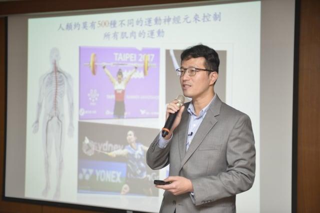中研院分子生物研究所副研究員陳俊安表示,mir-17~92可望用於評估漸凍症發病風險,也有潛力作為以基因治療漸凍症的標靶藥物。(中研院提供)