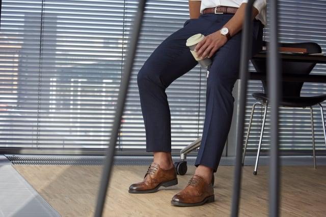 細緻雕花正裝皮鞋受男性消費者歡迎。(公關提供)